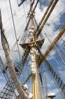 Antatt: En mast med sitt tauverk