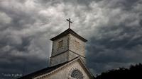 Mørke skyer over Mandal Kirke