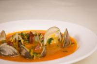 Little neck clams suppe med krydret sausage