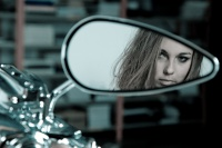 Hederlig omtale: Objects in mirror are closer than they appear