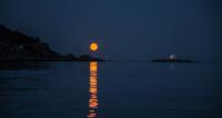 Antatt - Fullmåne ved Katland fyr Farsund