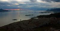 Antatt - Natten senker seg over landskapet