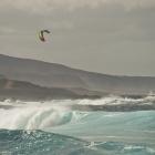 HO - Tøff lek med bølgene.